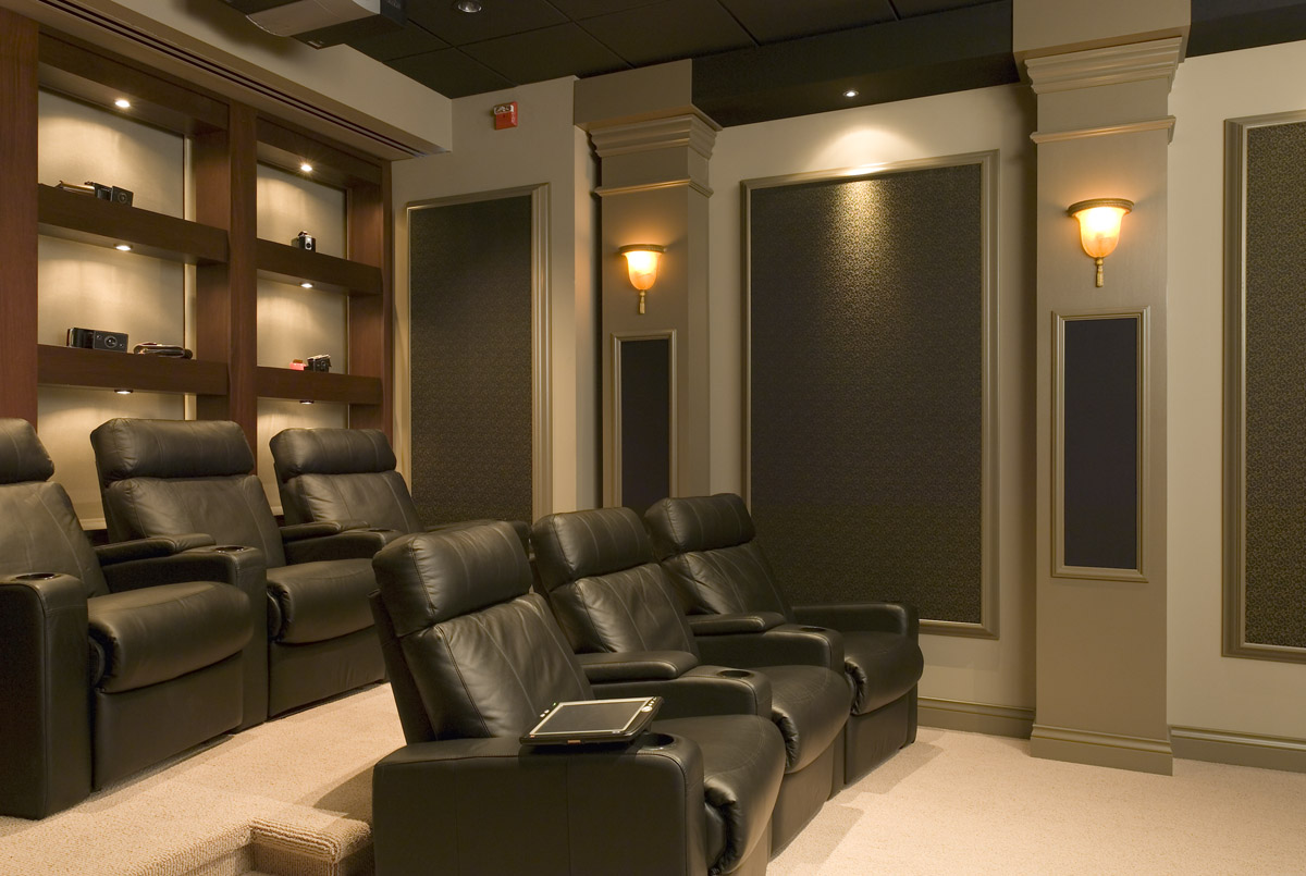 How to Pick the Best ALR Screen for your Media Room